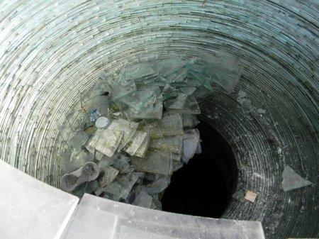 Вандалы превратили жемчужину Днепра в кучу осколков