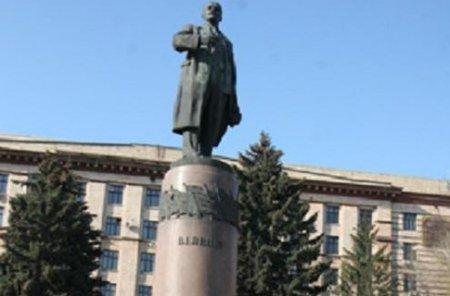 Ленин в Днепре излучает радиацию и загрязняет грунт