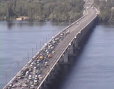 ДТП на Новом мосту: столкнулись 4 легковых автомобиля, есть один пострадавший