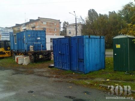 На проспекте Кирова уничтожают газоны