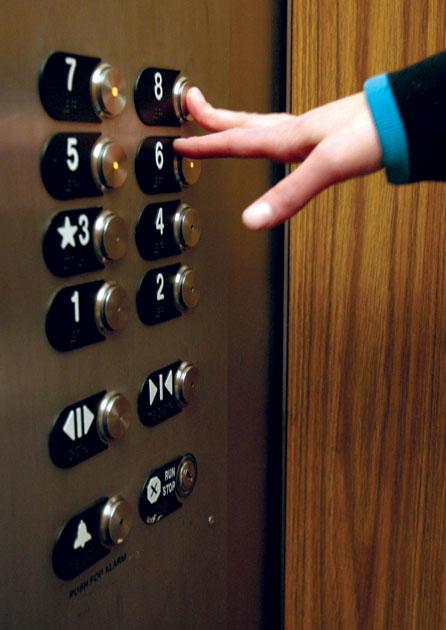 В Днепропетровске за рекламу в лифтах хотят собрать 200 тыс. грн