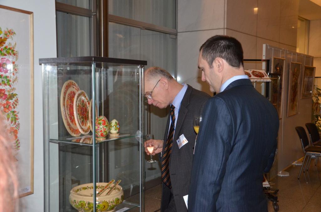 В Європарламенті відкрилася виставка Петриківського розпису