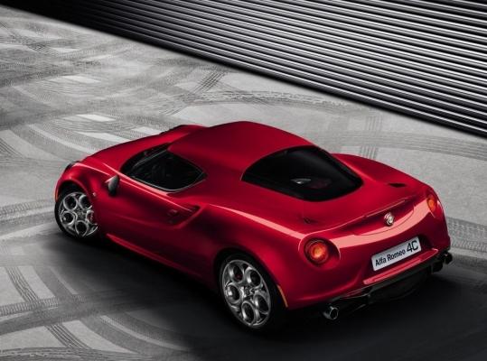 Alfa Romeo официально представила новое спортивное купе 4C (фото)