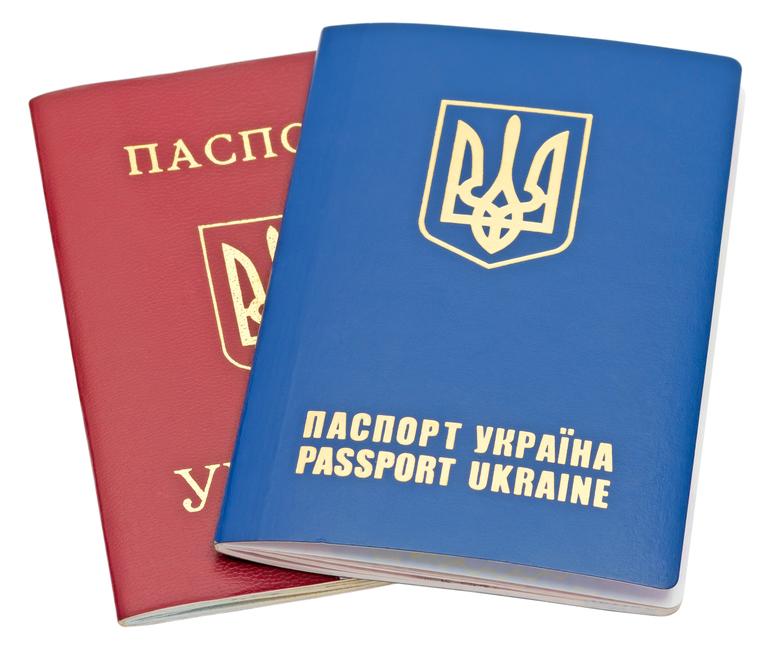 Житель Запорожья в днепропетровском суде отстоял право получить загранпаспорт за 170 грн