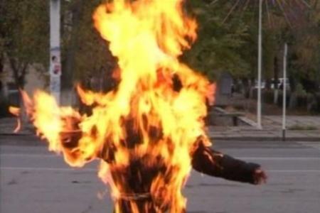 В Днепропетровске загорелся подросток