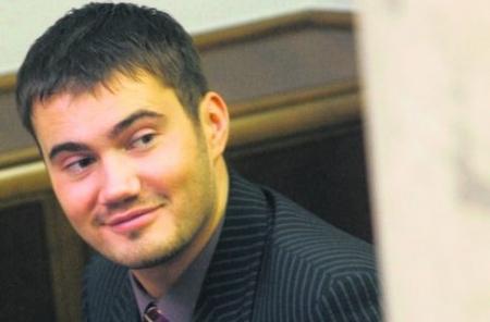 Янукович-младший давит на Азарова