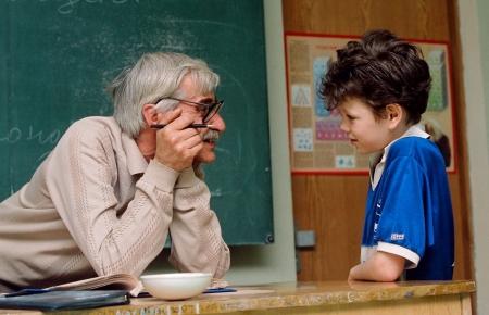 Через четыре года детей в школах будут учить одни пенсионеры