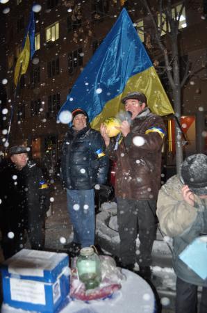 В Днепропетровске решили отправить правительство в ж...у (Фото)