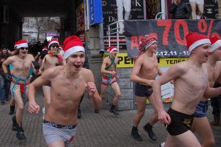 В воскресенье по Днепропетровску побегут голые Деды Морозы