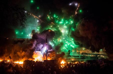 Завтра в Украине могут ввести чрезвычайное положение (Видео)