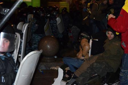 Отвечать за разгон Майдана в ночь 30 ноября никто не будет