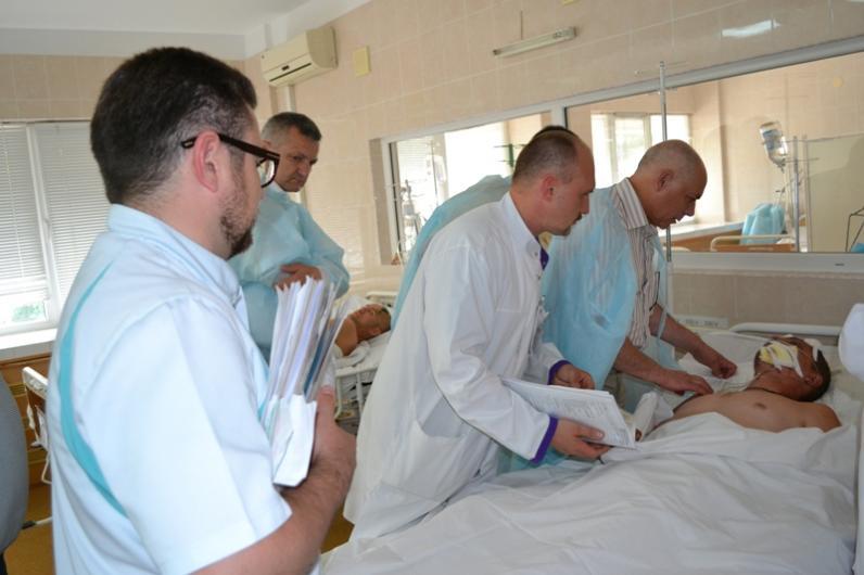 В Днепропетровскую больницу Мечникова привезли тяжело раненого бойца