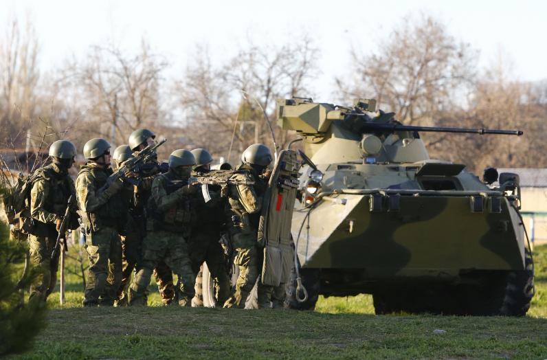 В Амвросиевку перебросили российских военных и колонну бронетехники