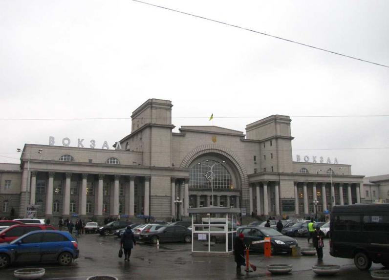 В Днепропетровске с вокзала эвакуировали людей
