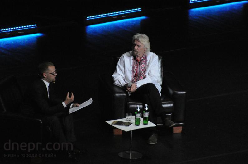 В Киеве прошел первый бизнес-форум с участием легендарного Ричарда Брэнсона