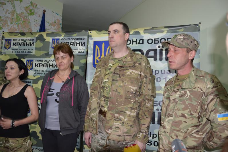 В Днепропетровск доставили бойца, которого взяли в плен в Илловайском котле 9 месяцев назад
