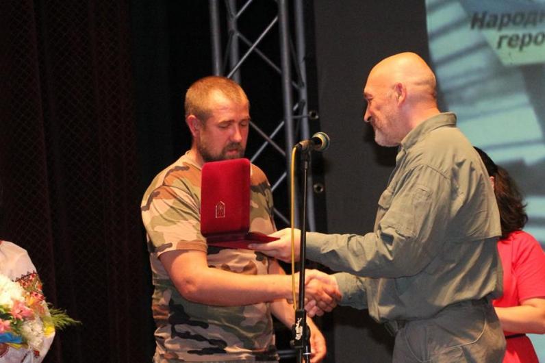 Народный герой Украины: в Днепропетровске вручили волонтерские награды (Фото)