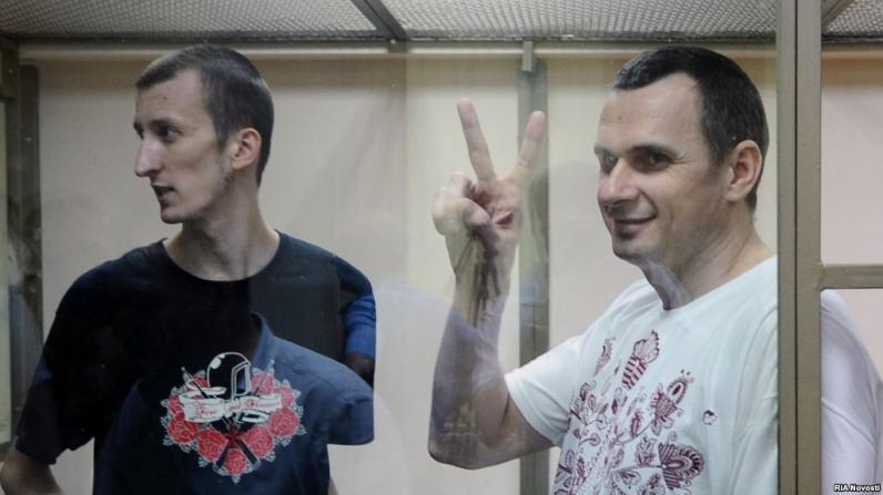 Сенцова приговорили к 20-ти годам колонии, Кольченко - на 10 (Видео)