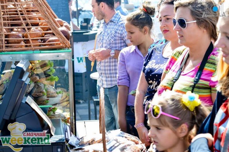 В День города днепропетровчан накормили лучшие рестораторы!