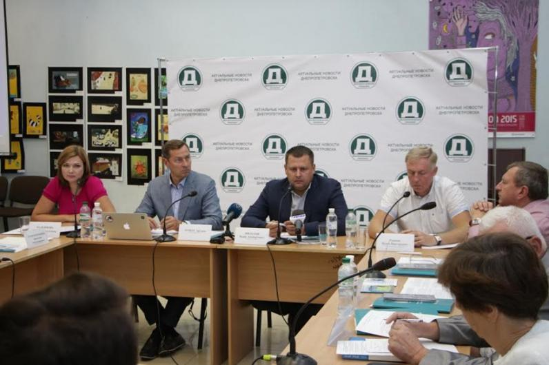 Программы трудоустройства после окончания вузов уместнее внедрять на муниципальном уровне, - Борис Филатов