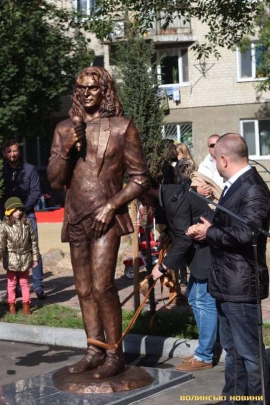 В Луцке открыли памятник Кузьме Скрябину