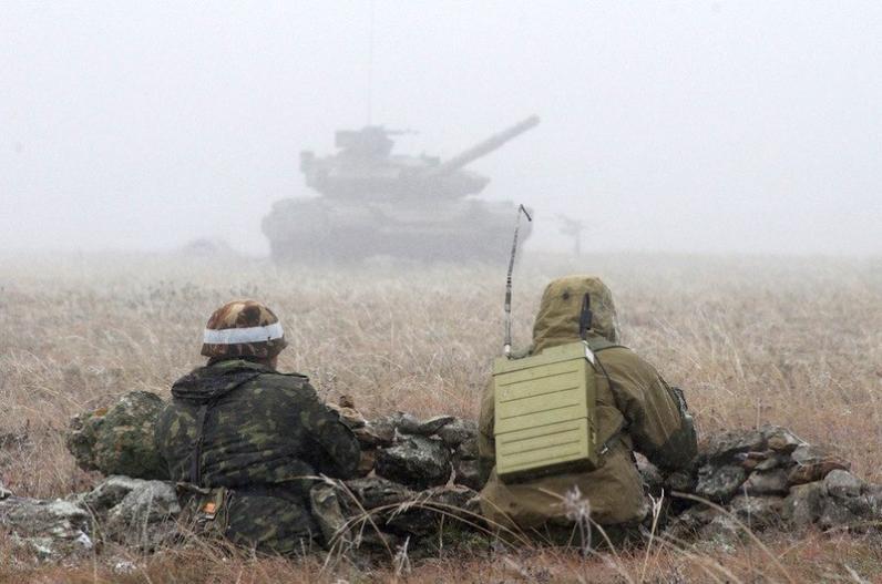 На Донбассе проверяют отвод танков