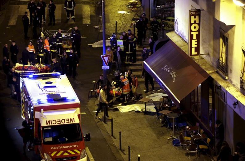 Выжившая в терактах в Париже: Мужчины плакали, держа тела своих девушек