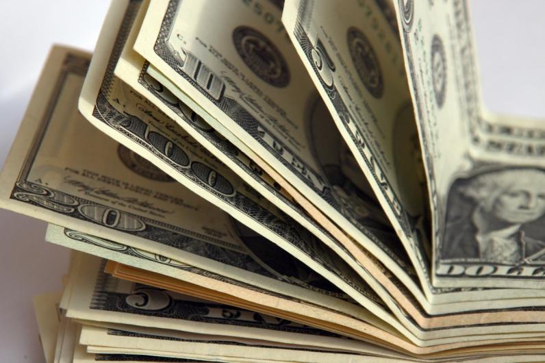 Курс доллара вырос перед выходными