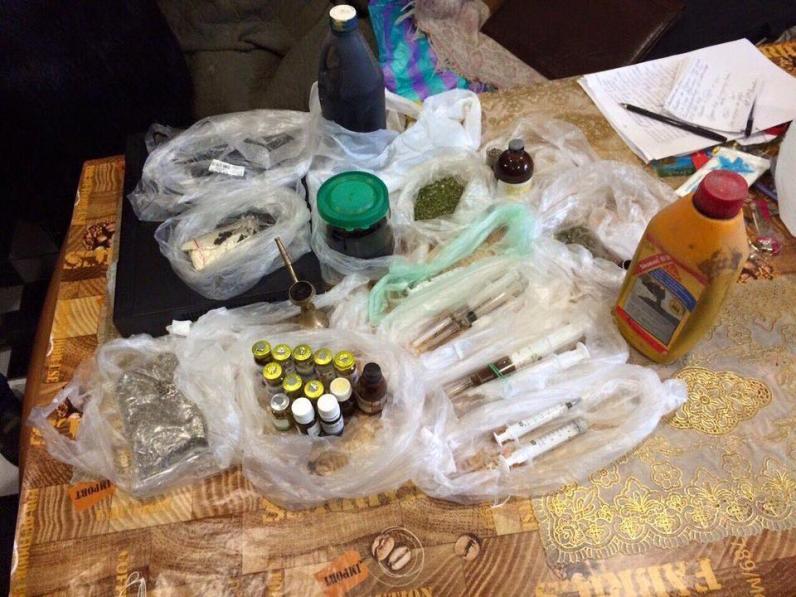 Полицейские перекрыли канал поставки наркотиков из Днепродзержинска в Днепропетровск (ФОТО)