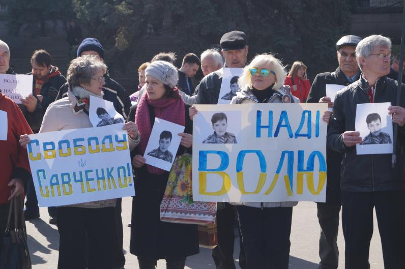 В Днепропетровске прошла акция в поддержку Надежды Савченко (Фото)