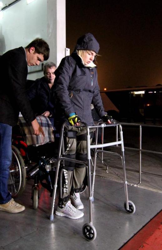 Госпитальер Яна Зинкевич вышла из самолета на своих ногах
