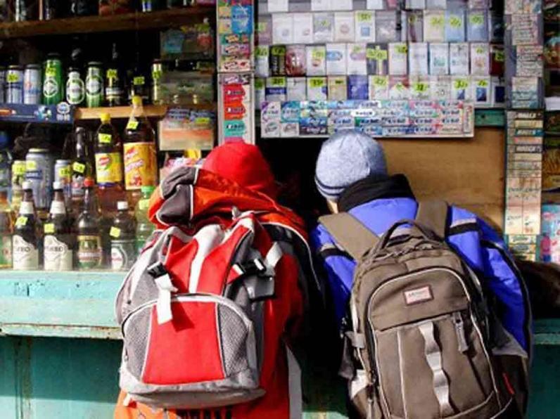 На Днепропетровщине продают алкоголь и сигареты детям