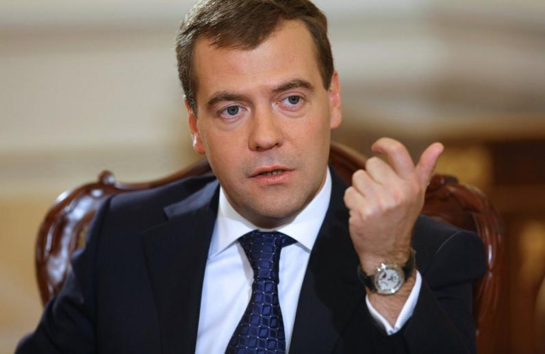 Медведев допустил разрыв дипломатических отношений с Украиной