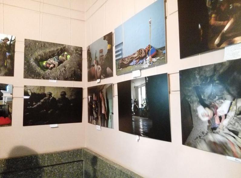 В Днепре открылась фотовыставка, посвященная Иловайской трагедии
