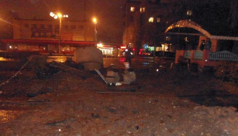 В Каменском мужчина упал в люк и погиб