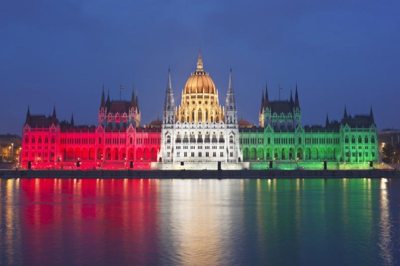 Венгрия отменила плату за национальные визы для украинцев