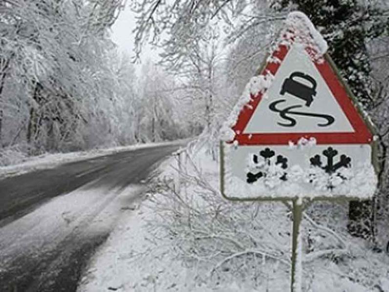 Водителей предупреждают о снежных заносах и гололеде на дорогах