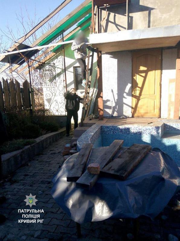 В Кривом Роге патрульные полицейские спасли парня от суицида