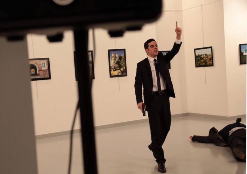 В Турции убили посла РФ (Видео)