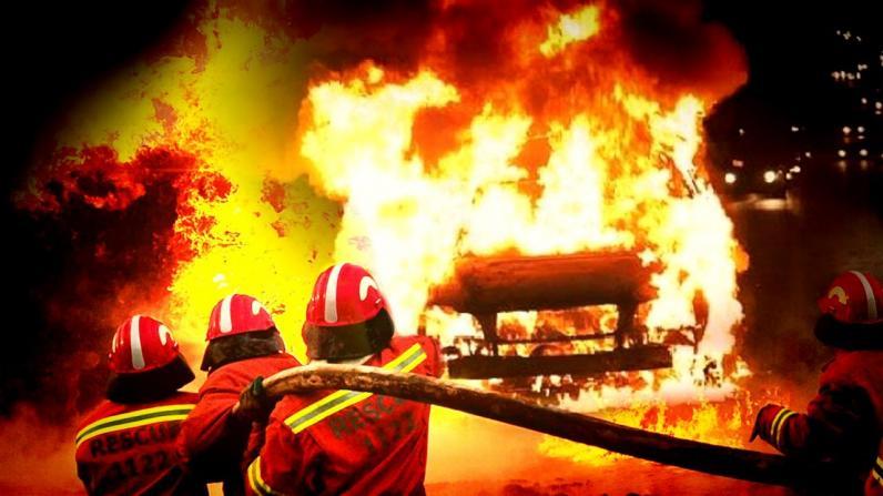 На Днепропетровщине на дороге загорелся микроавтобус (Видео)