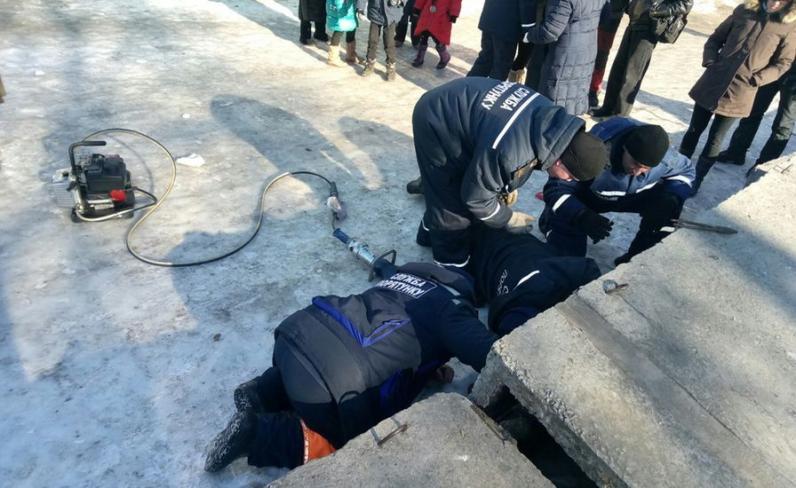 Спасатели Днепра освободили щенков из-под бетонных плит