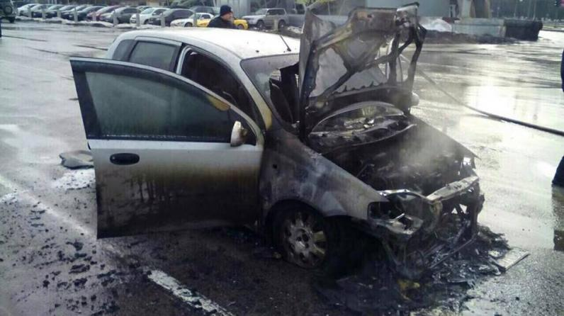 В Днепре на Запорожском шоссе сгорела иномарка