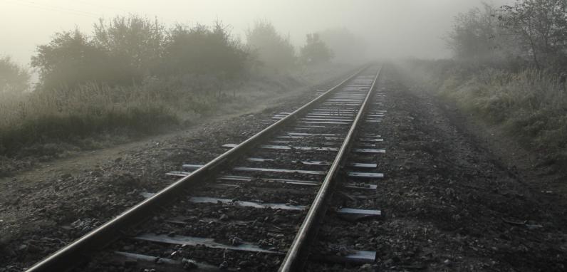 Авто влетело в поезд «Запорожье-2 — Никополь»: состав протянул машину 100 метров