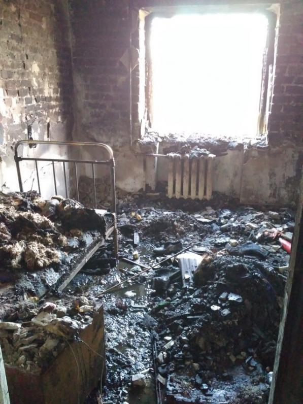 В Кривом Роге пожарным удалось спасти молодую пару с 5-месячным ребенком