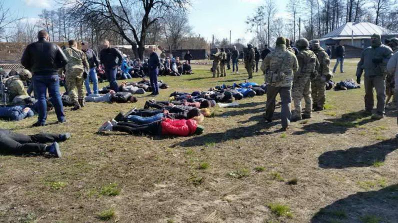 СБУ разоблачила преступную группу, которая в подвалах пытала и эксплуатировала 200 человек