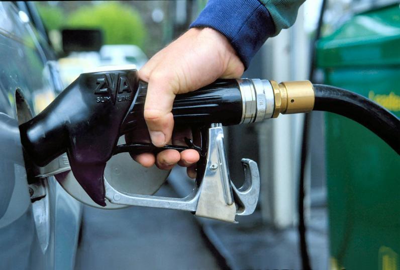В Украине начали дешеветь бензин и солярка