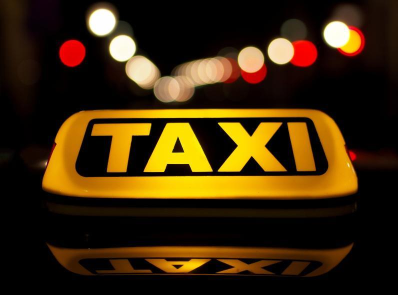 Новые правила для такси: нужно использовать номера желтого цвета