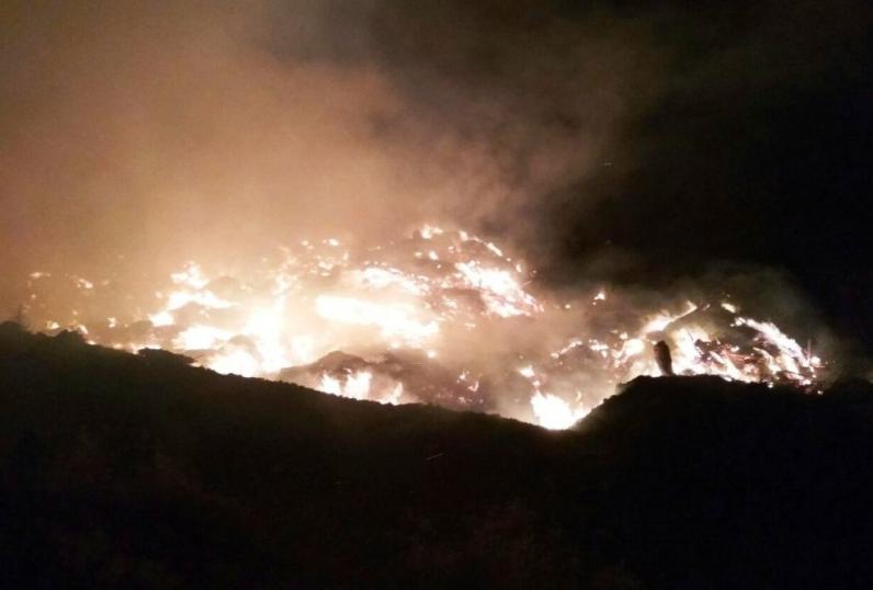 На Днепропетровщине горит мусорный полигон: пожар тушат более 17 часов