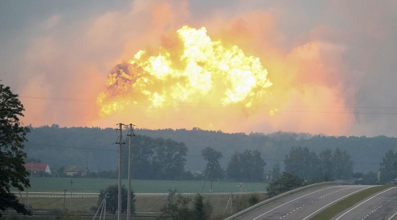 Возле Винницы масштабный пожар на складе боеприпасов