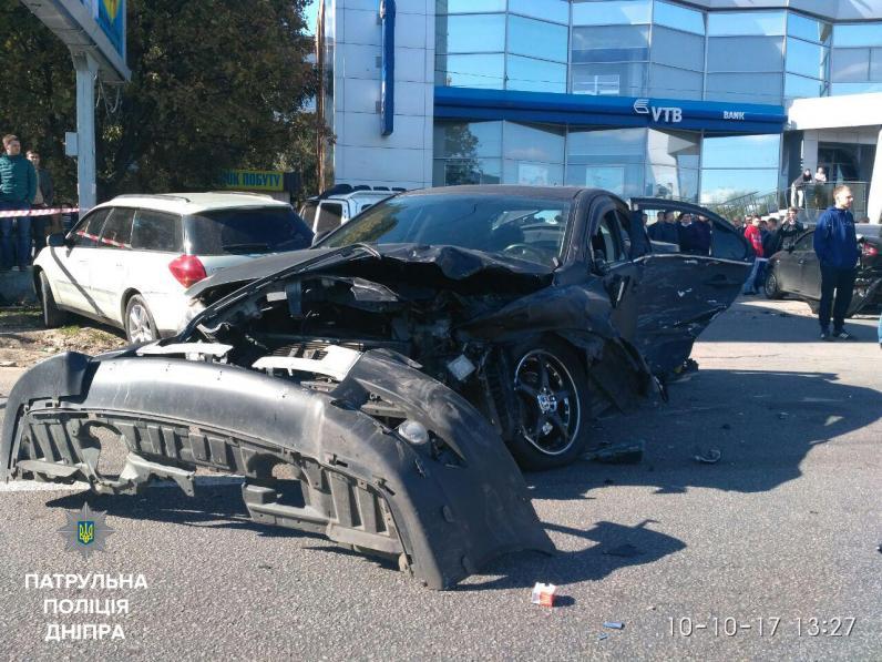 В Днепре произошло масштабное ДТП с участием 6 автомобилей